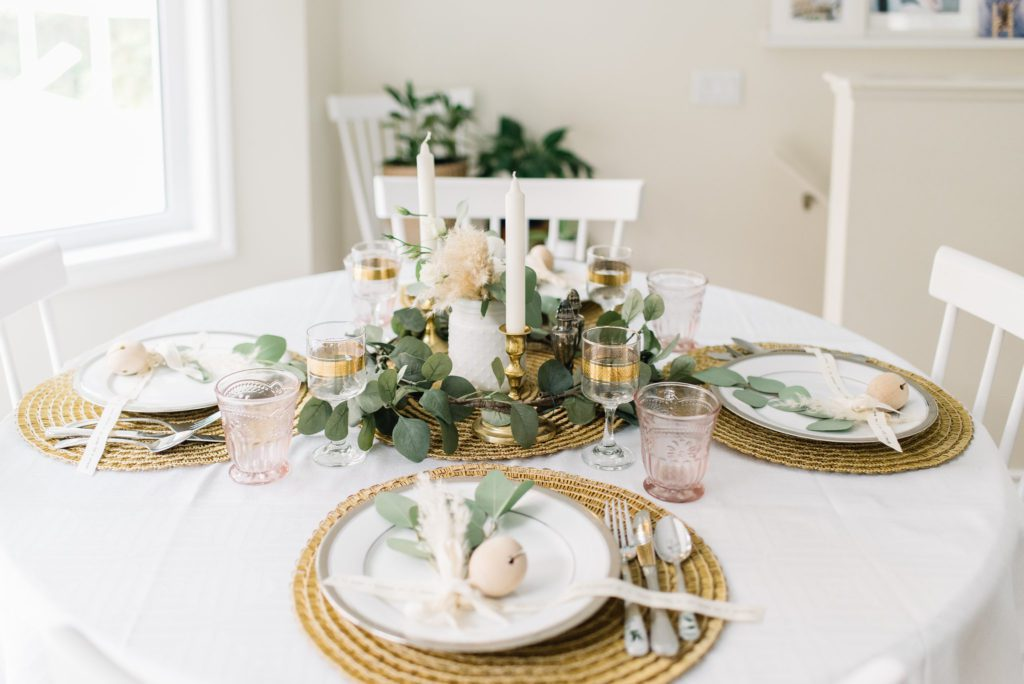 Harvest gold is a beautiful colour for this Thanksgiving tablescape