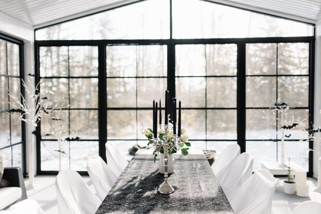 A gothic table setting is romantic for Halloween