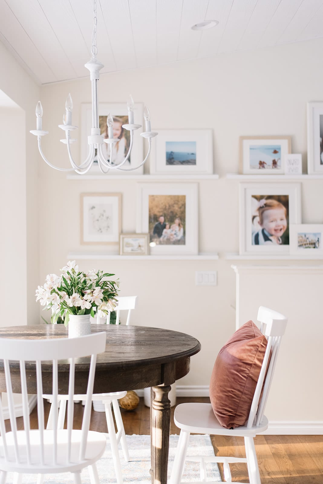 Dining room update for Winter with pink throw pillows for a pop of colour