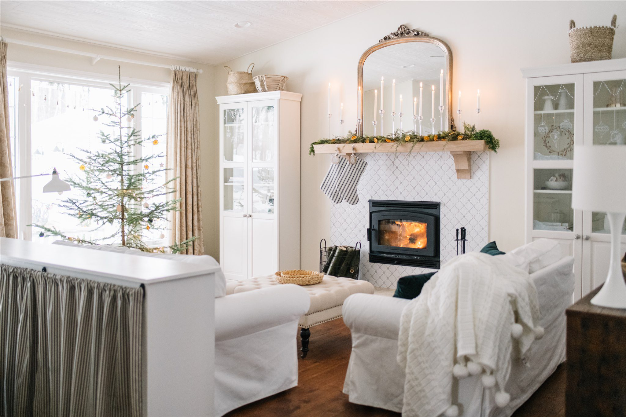 Neutral scandinavian Christmas mantle decor