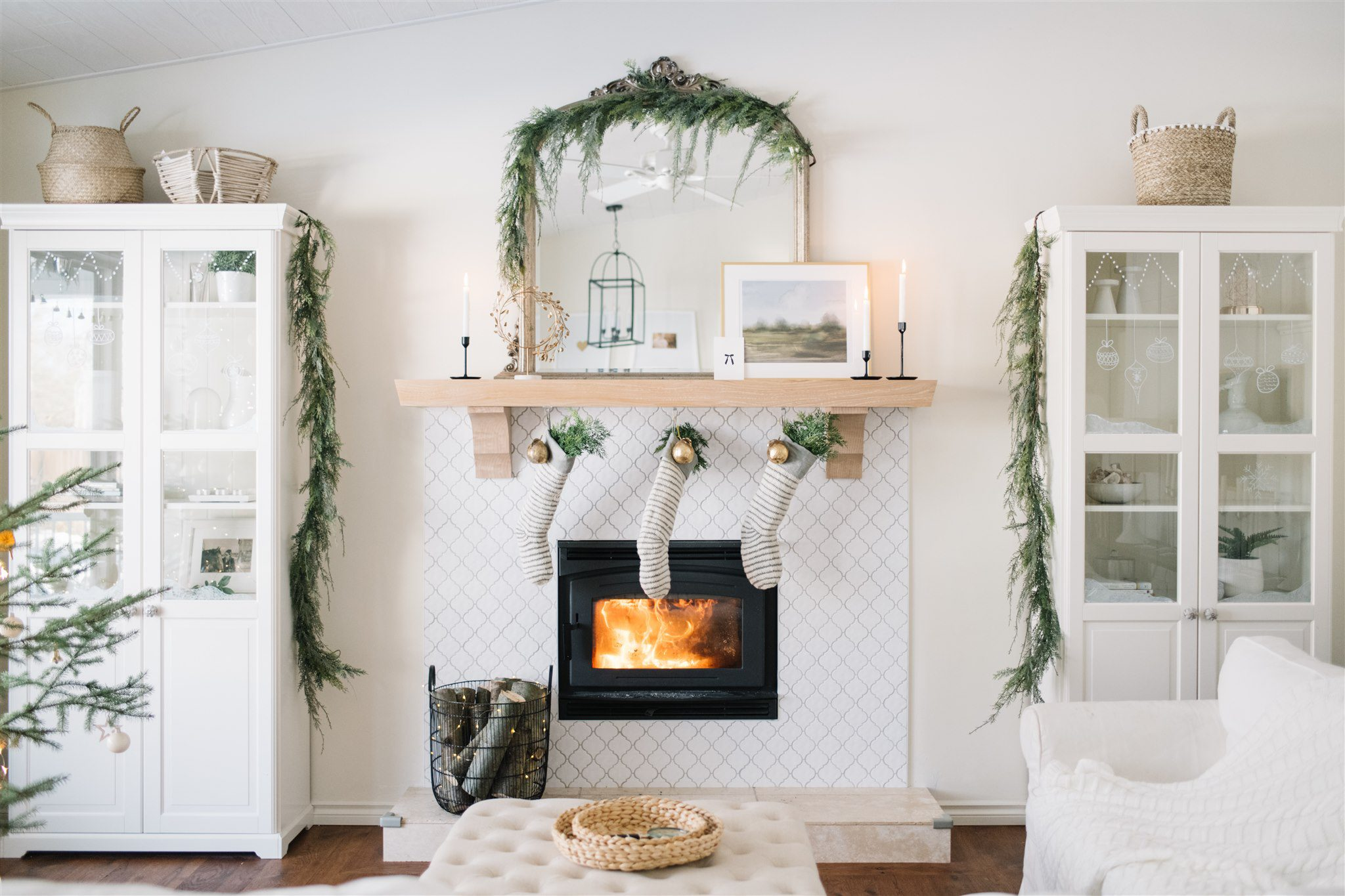 Neutral scandinavian Christmas mantle