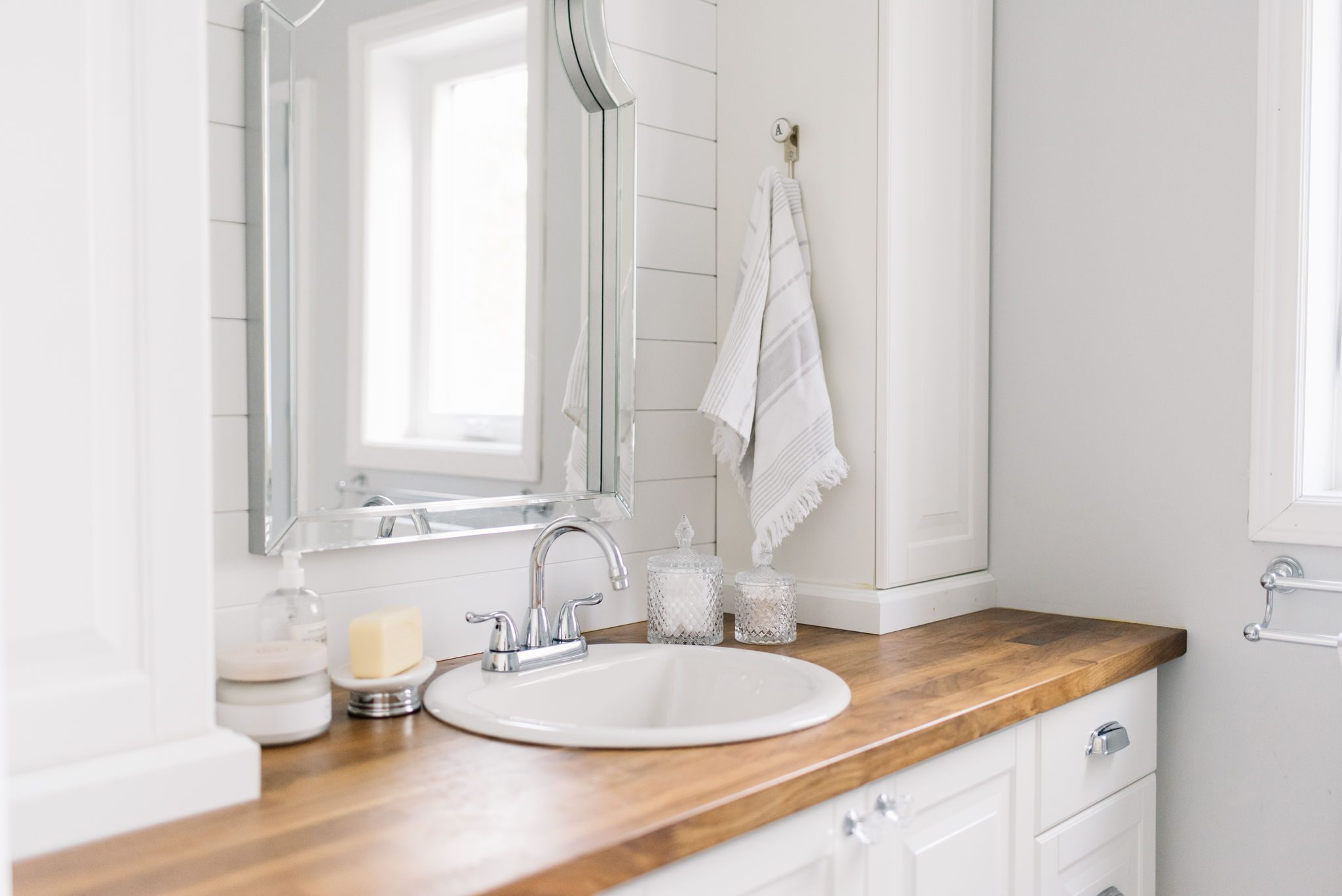 Organize a tiny bathroom