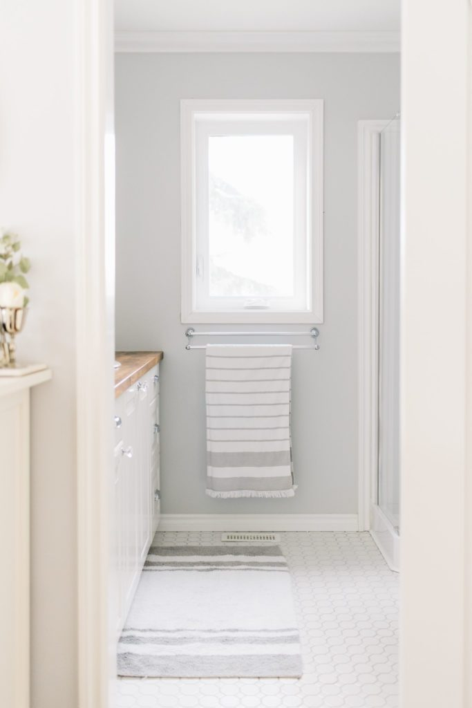 Maximize wall space in your tiny master bathroom