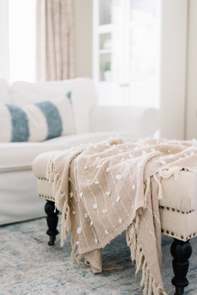 Soft throws in pastel colors - Spring home decor ideas
