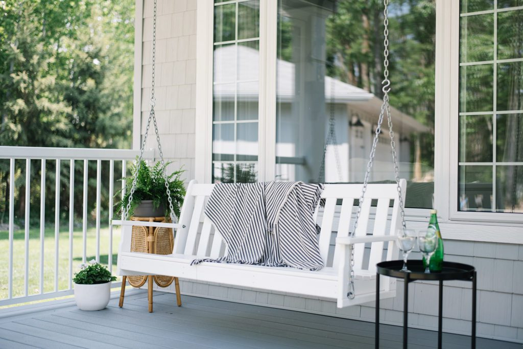 Simple and Neutral Summer Front Porch Decor