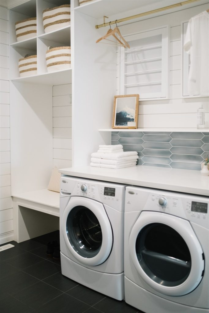 Pretty laundry and coat areas in a entryway.