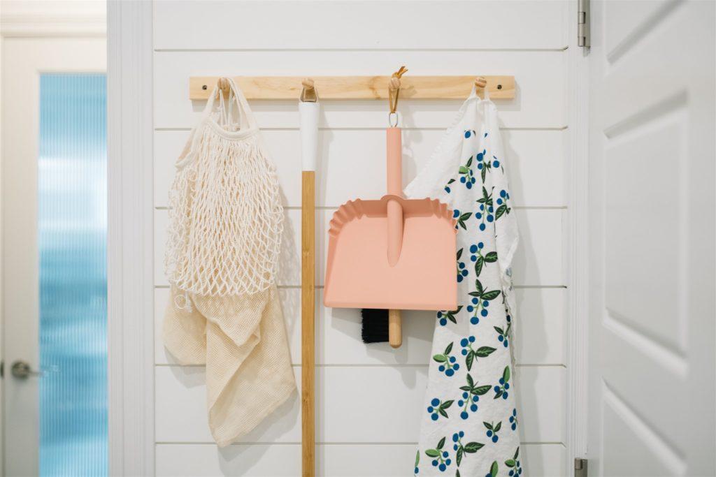 Hanging dustpan on peg rail