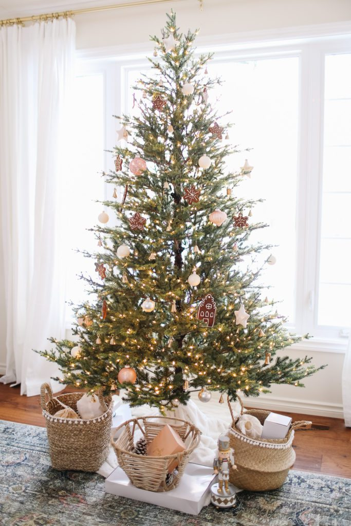 A pink gingerbread holiday home tour!
