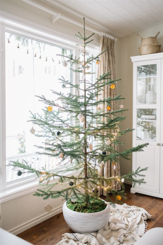 How to decorate a sparse Christmas tree this holiday season