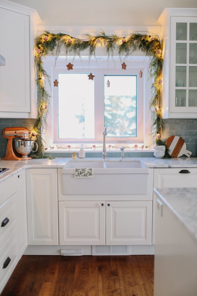 Hanging gingerbread ornaments in a pink gingerbread holiday home tour